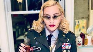 Madonna celebra el seu 61è aniversari vestida de generala