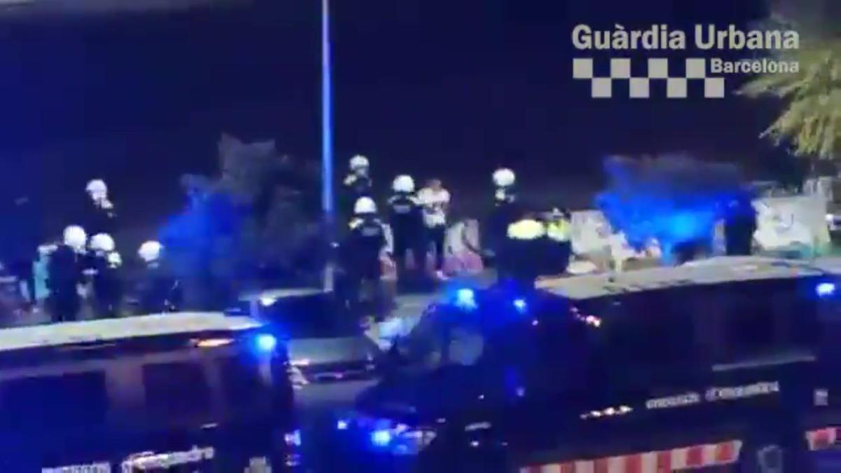 Desalojada una fiesta ilegal en la Zona Franca de Barcelona.
