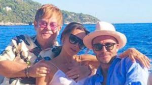Elton John junto al matrimonio Beckham, disfrutando de la Costa Azul.