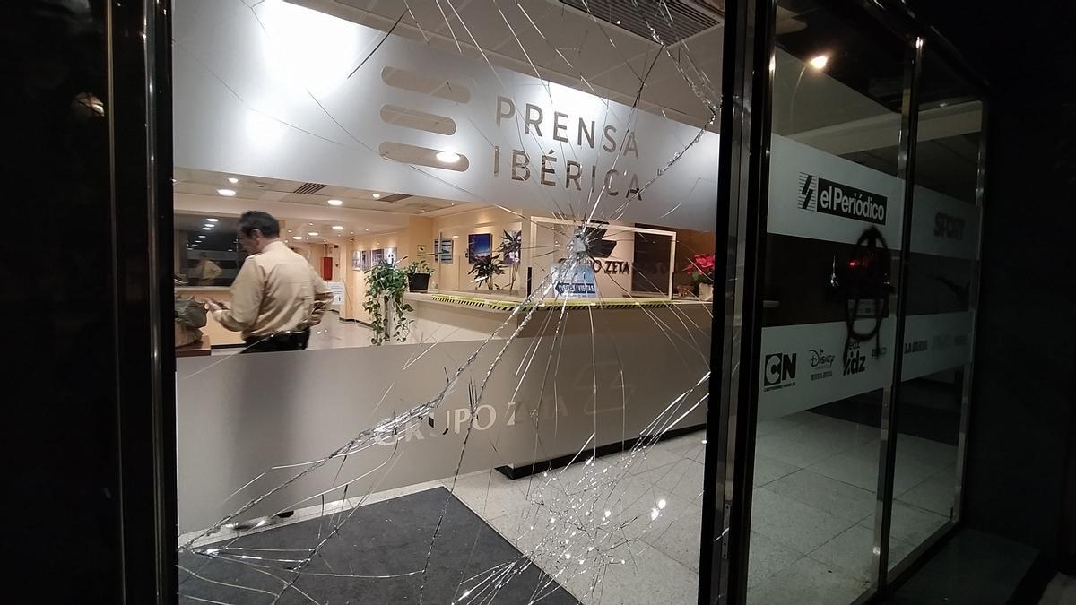 Ataque a la redacción de El Periódico, en la calle Consell de Cent