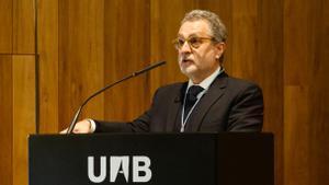 Josep Pons, en un momento de su discurso, tras ser investido doctor 'honoris causa' de la UAB.
