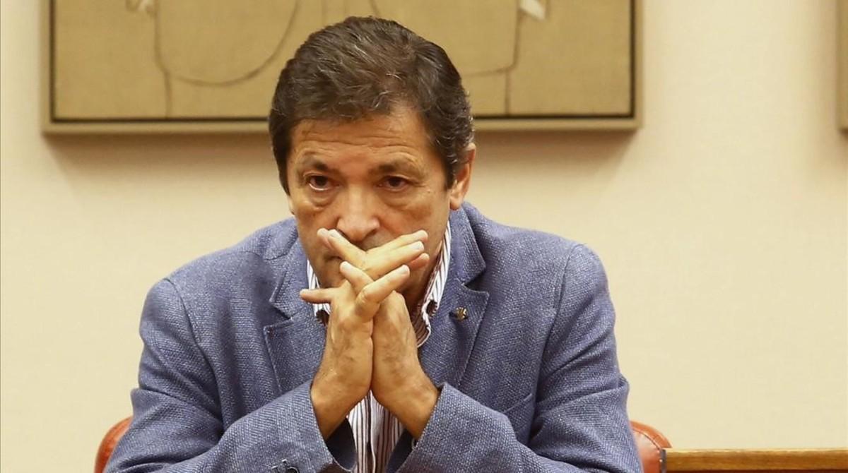 Javier Fernández, presidente de la gestora del PSOE, en el Congreso.