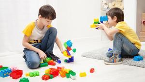 Los juegos de reglas, manualidades, juegos deportivos, de estrategia o construcciones complejas son los mejores aliados para los chavales de 10 años.