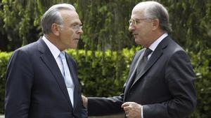 Isidre Fainé y Antonio Brufau, durante un encuentro con empresarios.