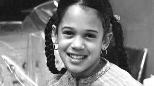 Kamala Harris, de niña, en el laboratorio de su madre en Berkeley (California).