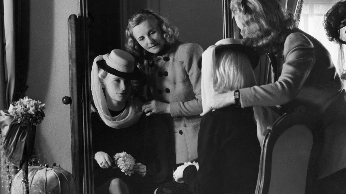 Agnes von Fries, en 1941, cinco años antes de recalar mortalmente en Barcelona, retratada en el salón de la modista Madame Berthe de Berlín.