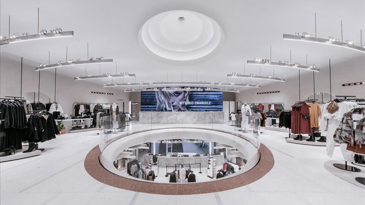 El interior de la 'flagship'de Zara en Milán.