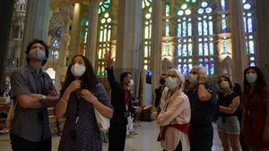 Los turistas vuelven a visitar la Sagrada Família.