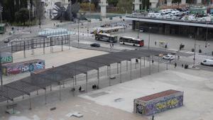 Països Catalans, separada de la estación por los carriles de circulación que está previsto que desaparezcan con la reforma