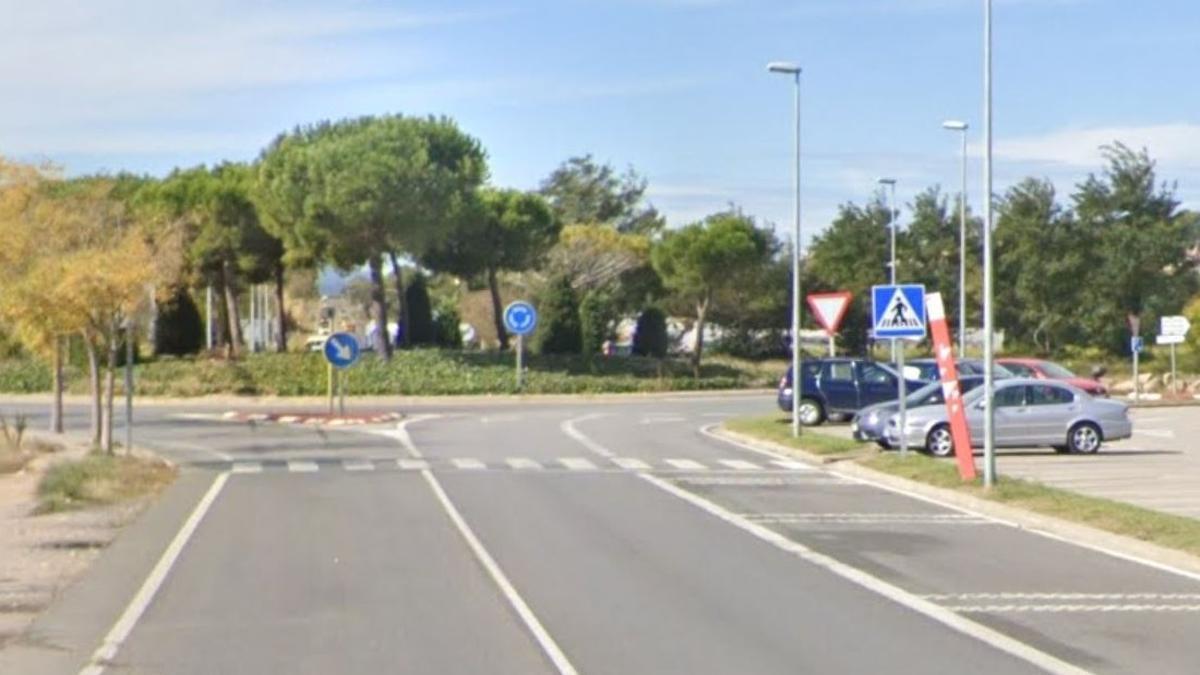 Paso de cebra en la GI-641 en Torroella de Montgrí.