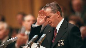 El dictador Nicolae Ceausescu se dirige a los miembros de su partido, durante un congreso el 20 de noviembre de 1989.