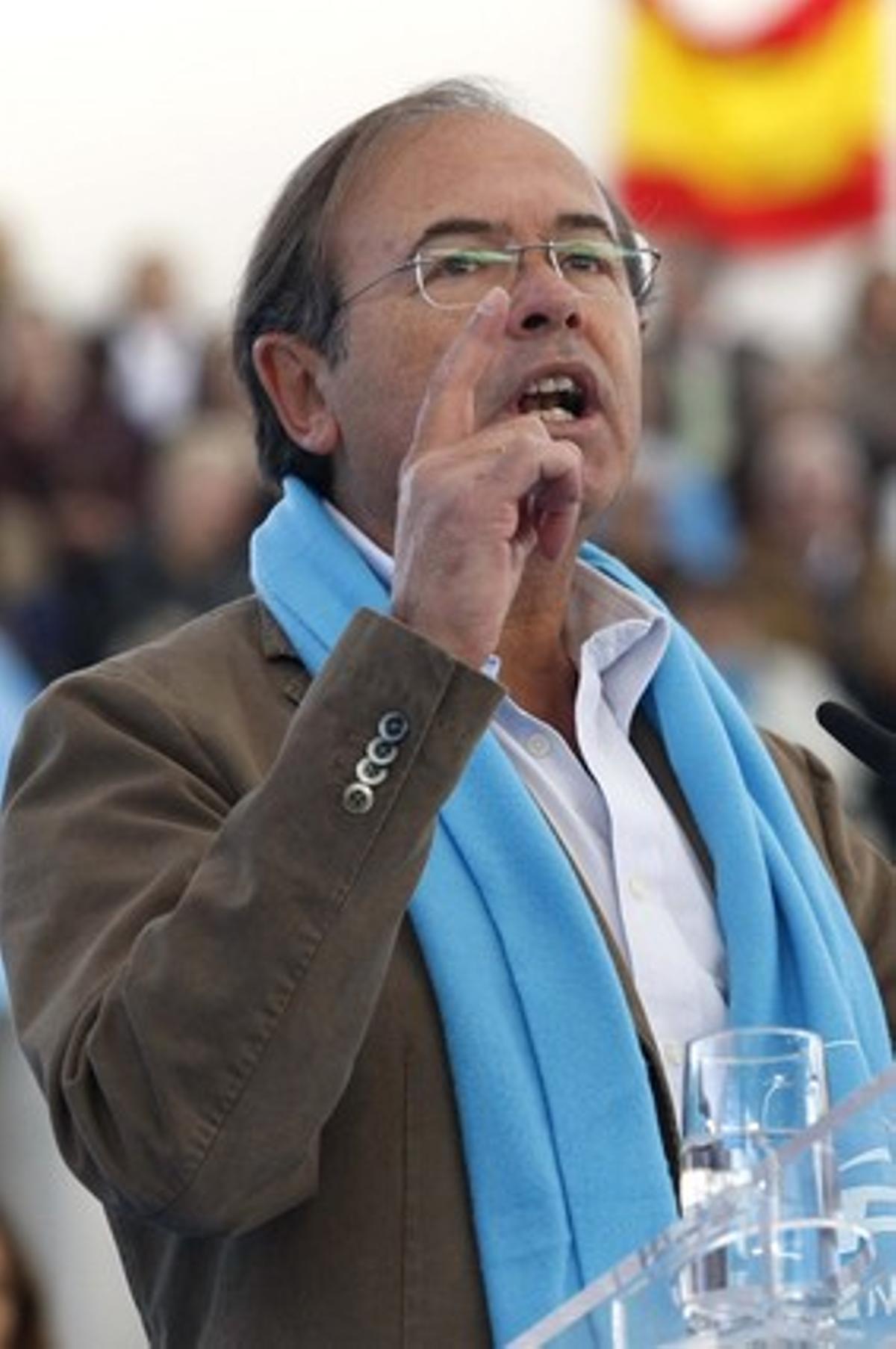 Pío García-Escudero, en un mitin en Las Rozas, el pasado 12 de noviembre.