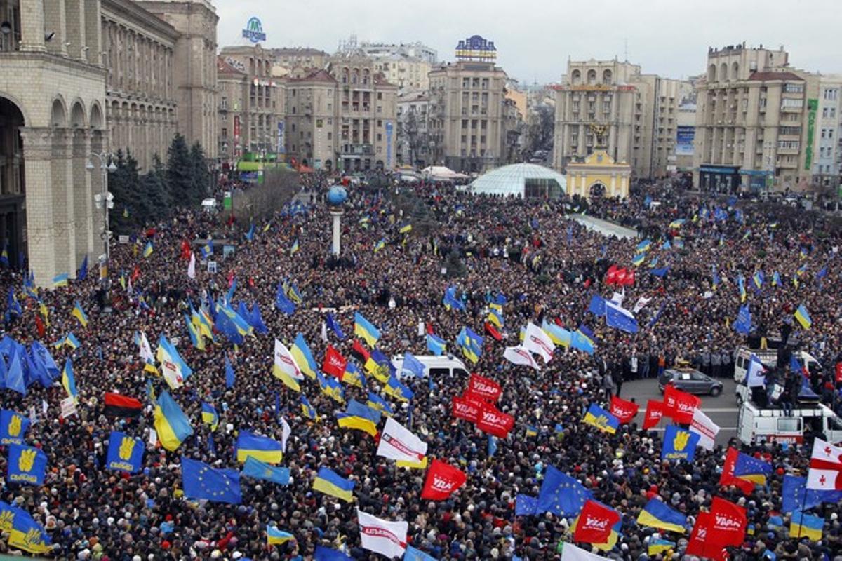 Miles de manifestantes concentrados en la plaza de la Independencia en Kiev, capital de Ucrania.