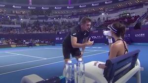Muguruza discuteix amb el seu entrenador, que la deixa penjada