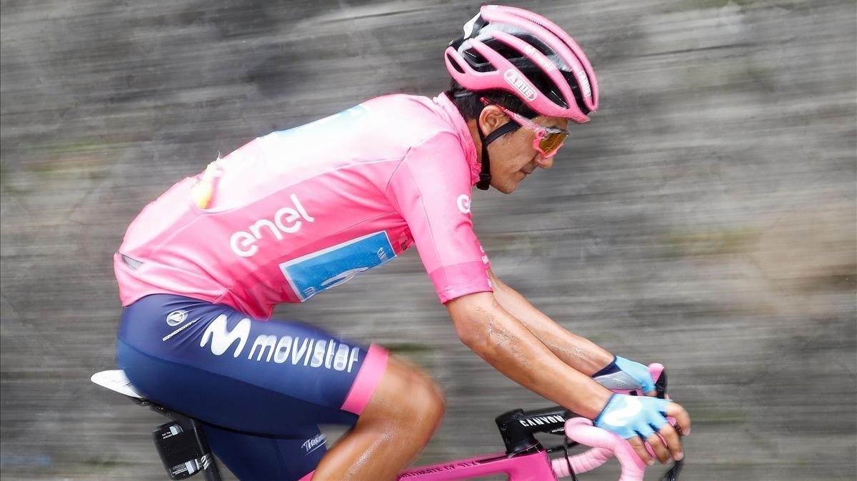 Richard Carapaz, el año pasado, de rosa en el Giro, carrera que ganó.