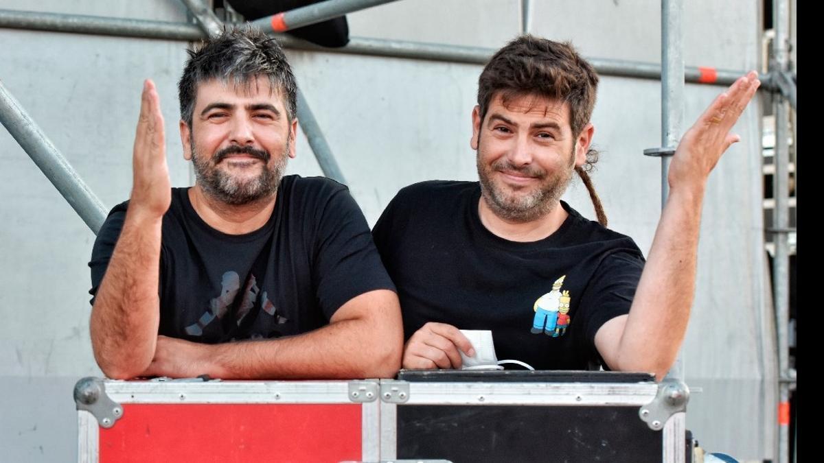 David y José Muñoz, fotografiados en Pineda de Mar, antes de actuar en el festival Arts d'Estiu