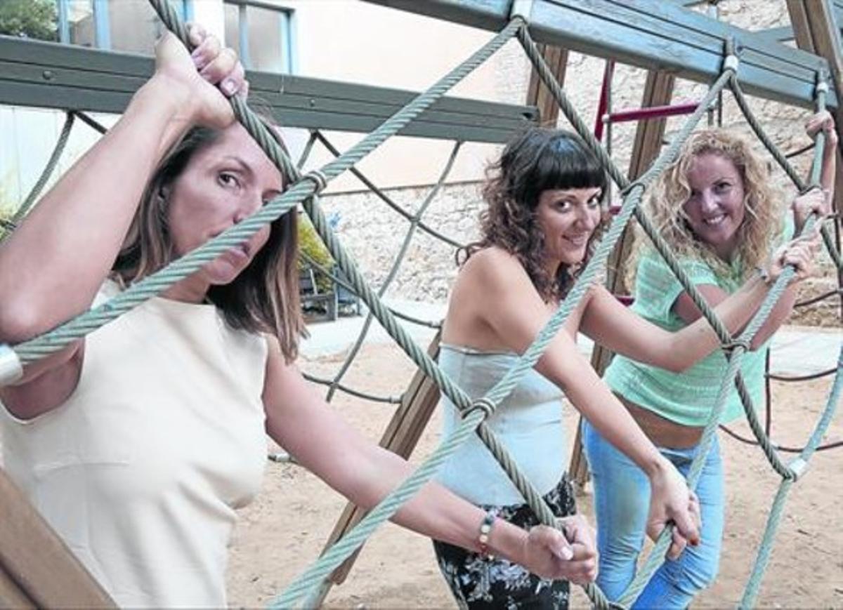 De izquierda a derecha, Eva Ramírez, Jessica Mateo y Lourdes Ortiz, tres desempleadas que optaron por el 'coaching' para buscar alternativas.