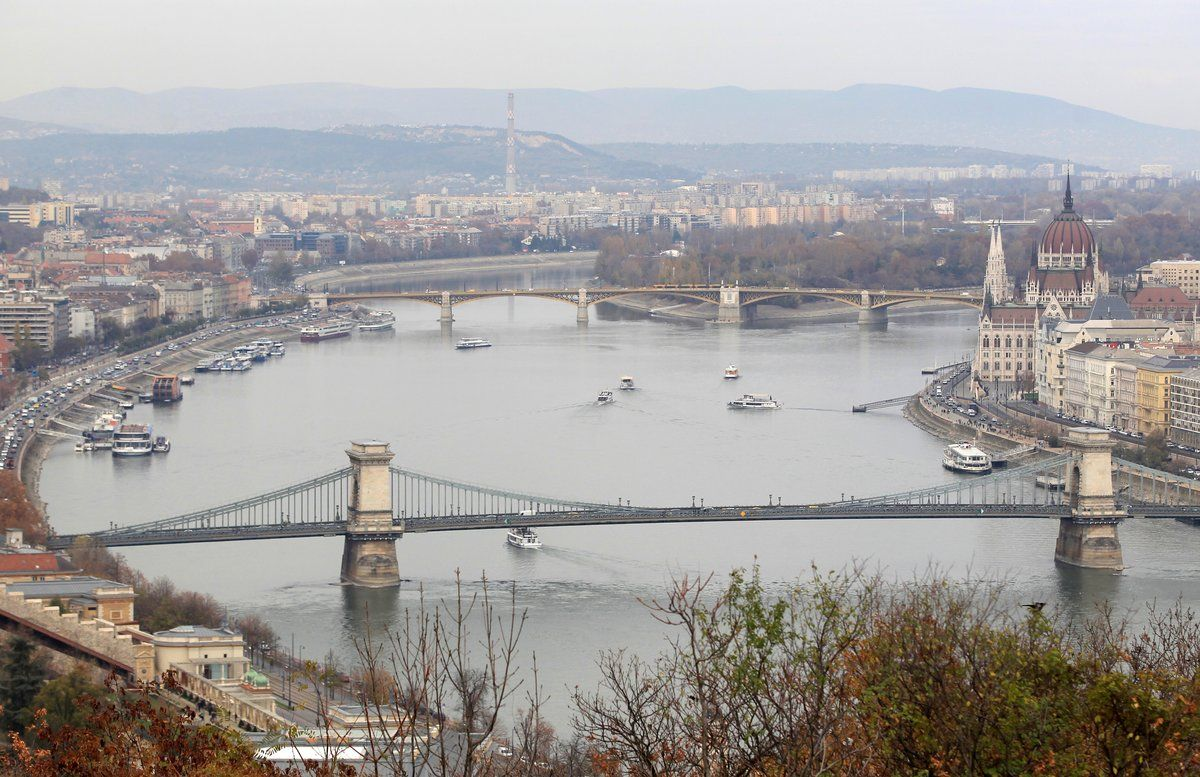FILE PHOTO: The cityscape of Budapest with the Chain Bridge as seen from the Gellert Hill, in Budapest, Hungary November 15, 2018. REUTERS/Bernadett Szabo/File Photo