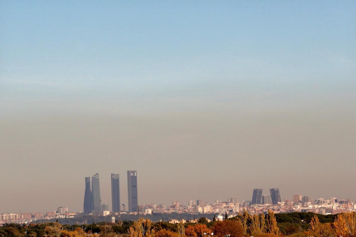 Vista de la capa de contaminación que cubre la ciudad de Madrid.