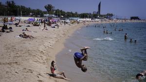 La playa de Nova Icària, en Barcelona, este jueves.