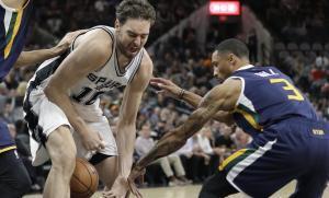 Pau Gasol sufrió la primera derrota de la temporada con sus Spurs.