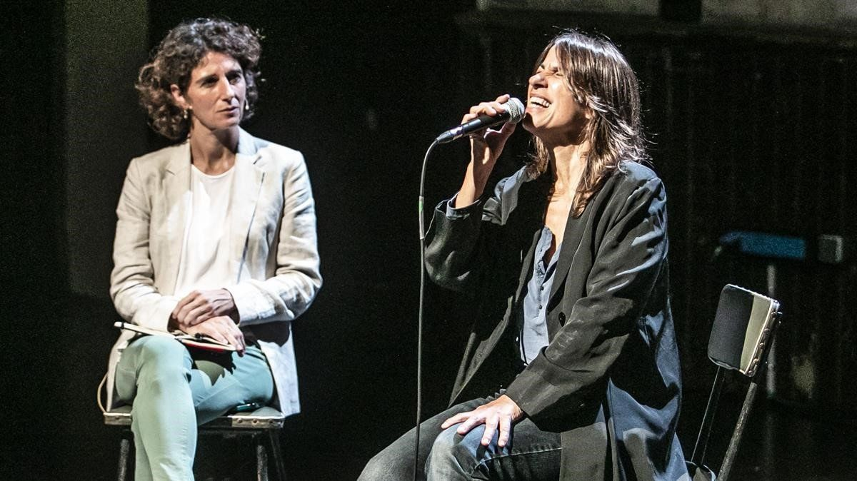 Lídia Pujol (derecha) y Marina Garcés, en la Sala Beckett, en el homenaje a Cecilia.