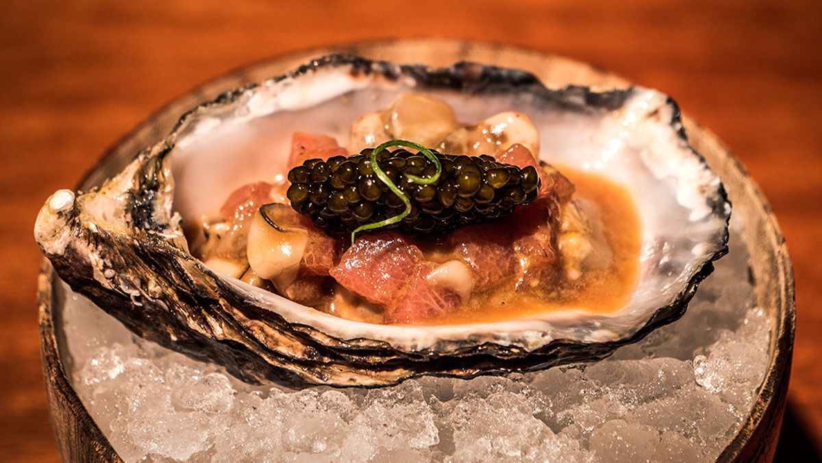 Cómo preparar el 'tartar' de ostra, atún y caviar.