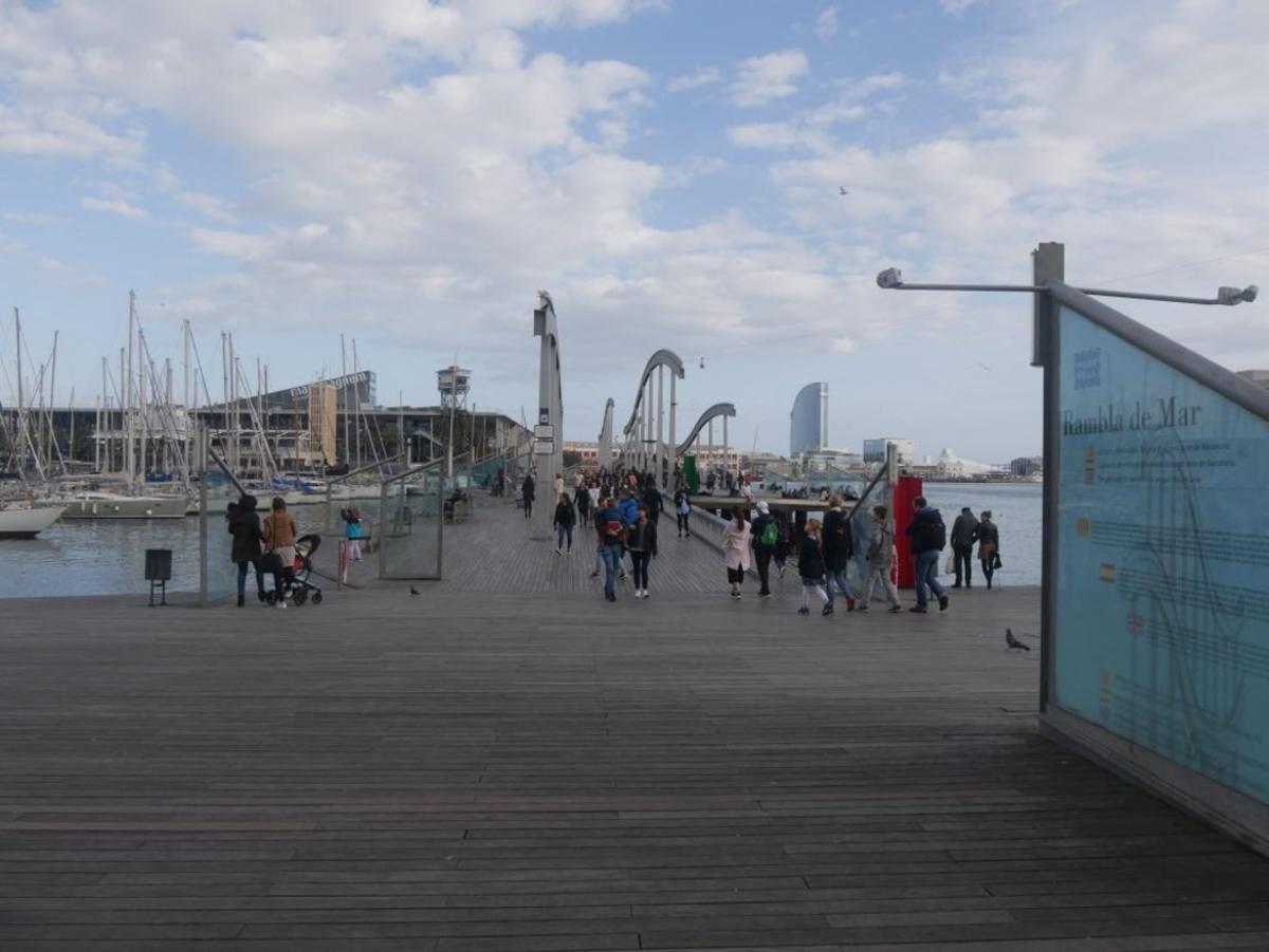 """El proyecto del Moll de la Fusta se conocerá como """"Port(a) veïnal"""" y plantea ganar este gran espacio público para los vecinos con la finalidad de convertirlo en un espacio de ocio vecinal y relación comunitaria."""