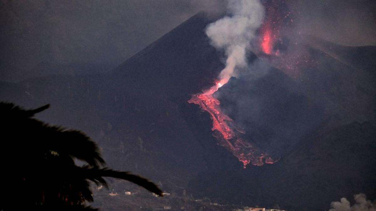 El volcán entra en fase efusiva, con menos explosiones y una lava hawaiana
