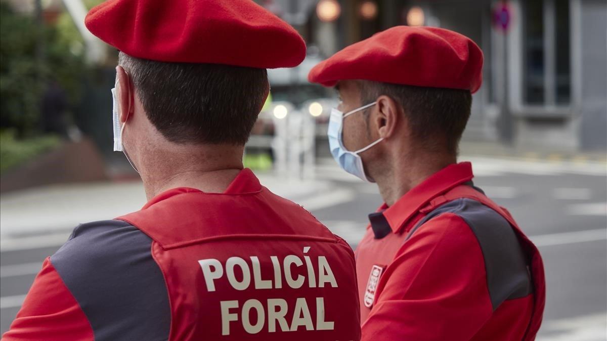 Dos agente de la Policía Foral de Navarra