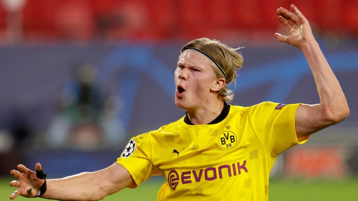 Haaland celebra uno de los goles anotados con el Borussia Dortmund frente al Sevilla,