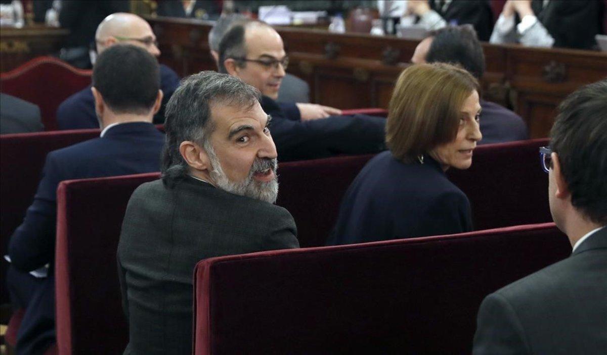 Jordi Cuixart y Carme Forcadell, en el banquillo del Tribunal Supremo durante el juicio del 'procés'.