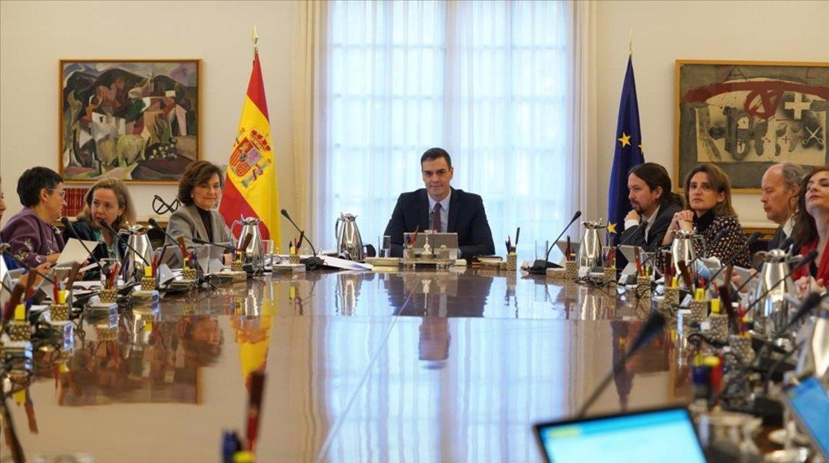 Pedro Sánchezpreside la primera reunión del Consejo de Ministros del nuevo Gobierno.