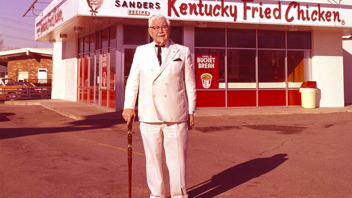 Harland David Sanders, el fundador de Kentucky Fried Chicken.