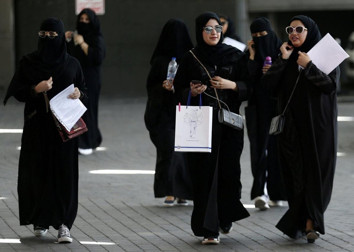 Mujeres saudís pasean por Riad, en una imagen de archivo.
