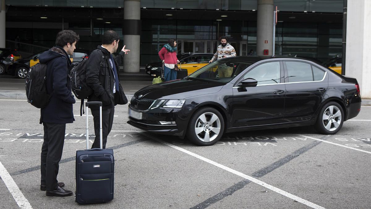 Un coche de Uber en el Aeropuerto de Barcelona.