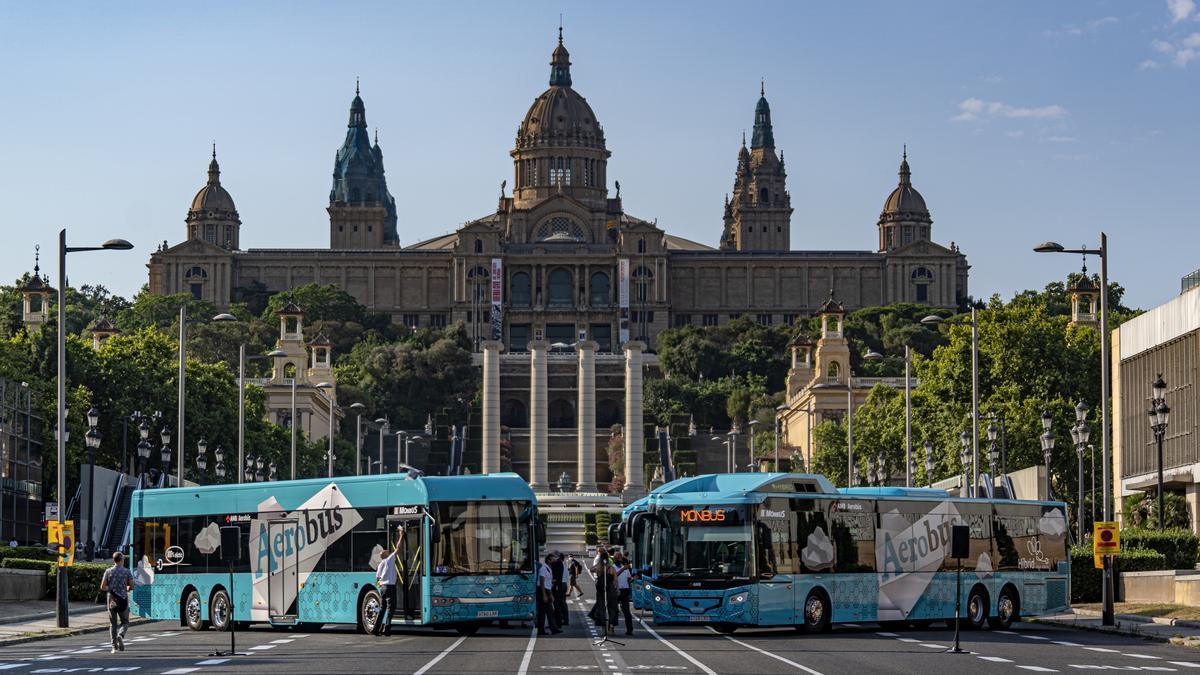Presentación del nuevo Aerobús, este jueves, en la avenida de la Reina Maria Cristina