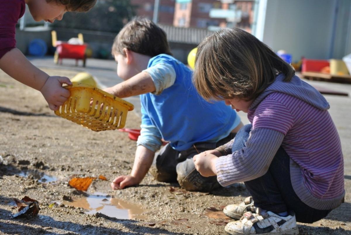 Niños de la guardería El Gargot de Parets jugando.