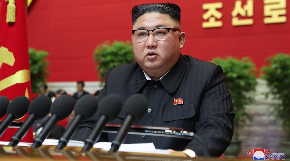 Kim Jong-un admite ante el partido único que Corea del Norte pasa penurias económicas.