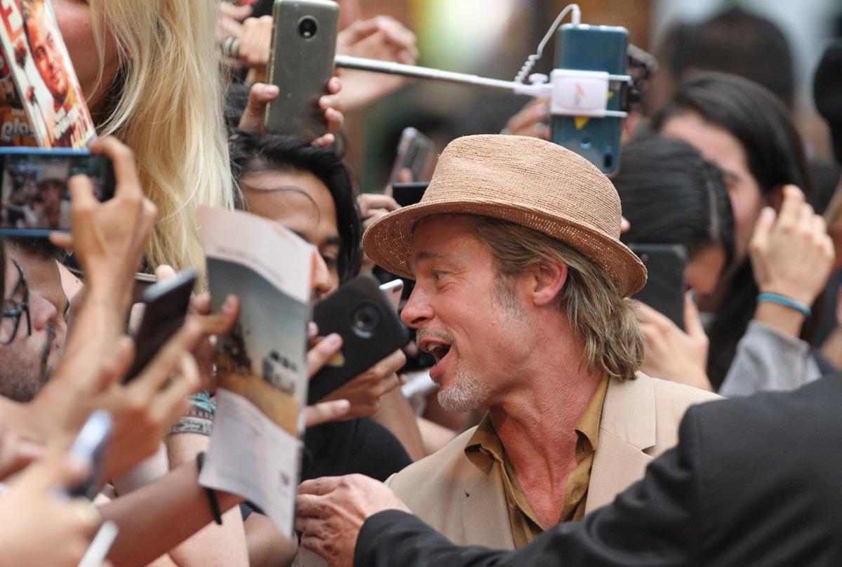 El actor, de 55 años, dedicó un rato a firmar autógrafos y a fotografiarse con los asistentes.