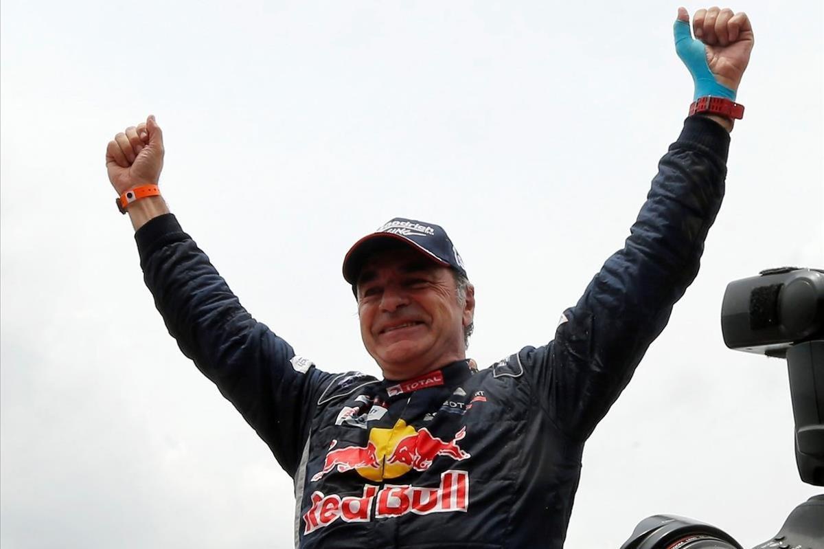 Carlos Sainz celebra su segunda victoria en el Dakar