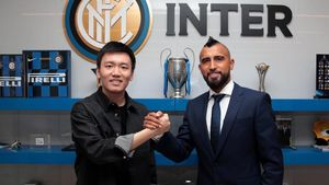 Steven Zhang, el propietario del Inter, posa con Arturo Vidal.