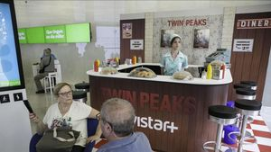 La reproducción del RR Diner de 'Twin Peaks' en la tienda Movistar de Barcelona.