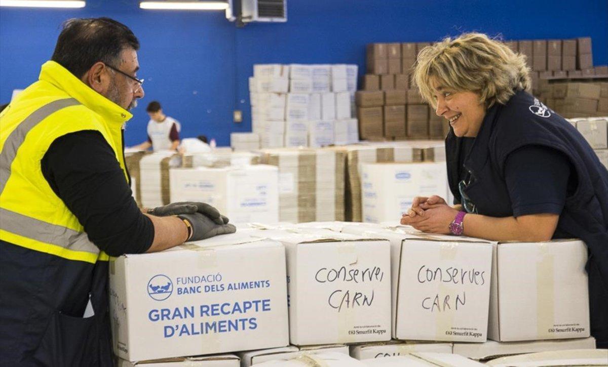 Dos voluntarios del Gran Recapte d'Aliments.