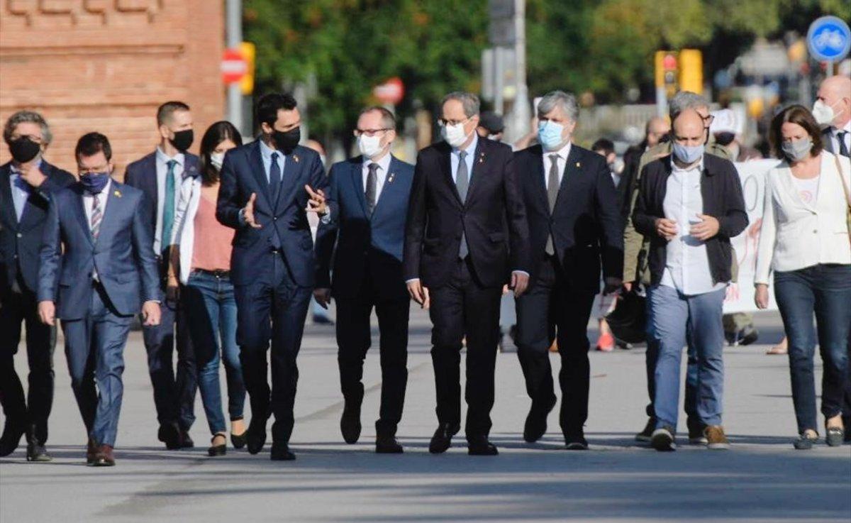 Torra, arropado por el Govern y por las fuerzas independentistas del Parlament, a su llegada al TSJC, el pasado 23 de septiembre.