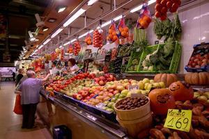 Paradas en el mercado municipal de Horta.