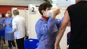 Rècord de vacunació diària a França després de les noves mesures de Macron