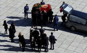 Interès dispar al món per l'exhumació de Franco