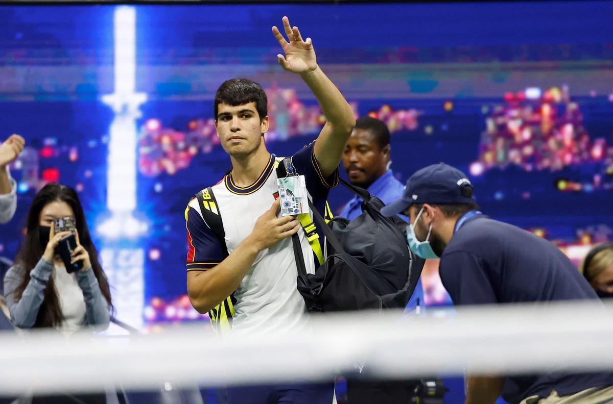 Carlos Alcaraz abandonando el US Open