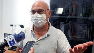 El investigador de la Universidad de Alicante, Francis Martínez Mojica, padre del CRISPR, atiende a los medios de comunicación, este miércoles.